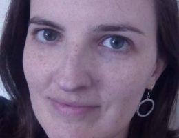 Flore, 35 ans, responsable Ressources Humaines en chemin pour sa nouvelle vie dans l'écriture.