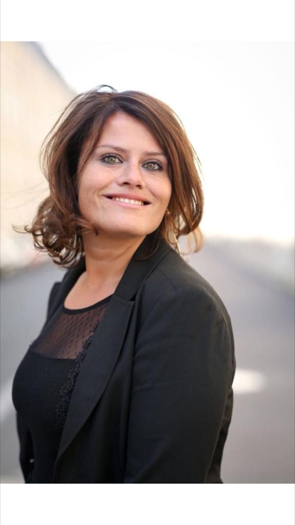 6f1dbf4c7c5 Le sourire et l optimisme de Catherine Testa 34 ans vont changer ...