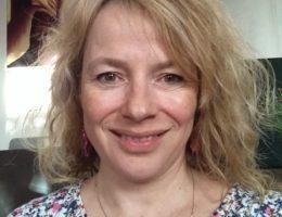 A l'aube de la cinquantaine, Lauren change radicalement de pays et de vie.